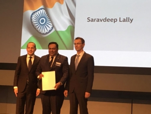 Volkswagen awards the prestigious Diamond Pin to Lally Motors from Punjab